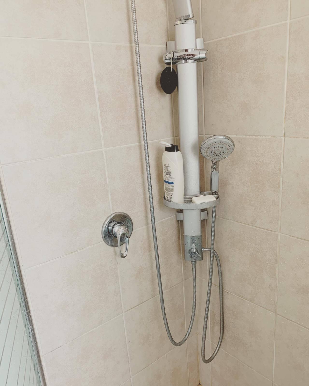 מקלחת מינימליסטית
