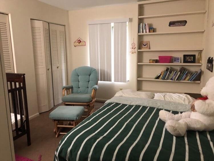 חדר שינה מינימליסטי בבית של שי כהני